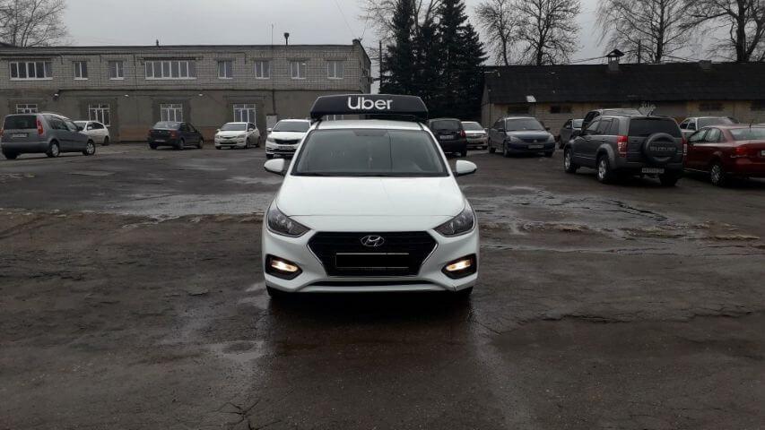 Приоритет на Hyundai Solaris - оклейка, лайтбокс Uber