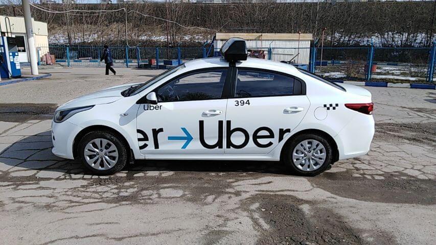 Приоритет на Kia Rio - оклейка, лайтбокс Uber